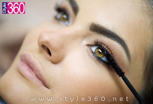 Apply the Mascara on your Eyelashes